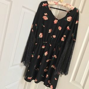 EUC Boho Chic Floral Dress with Lace Sleeves
